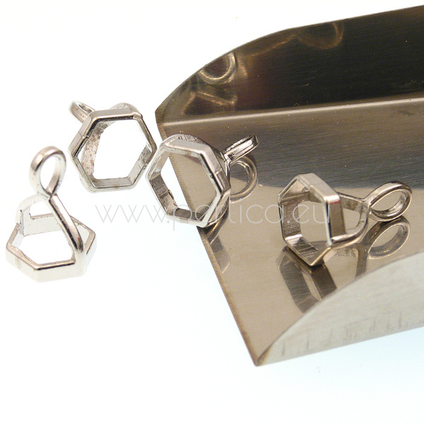 Privjesak hexagon 16,5x12x10 mm, unut.pr.9x9mm,3 kom, boja:platina OP3